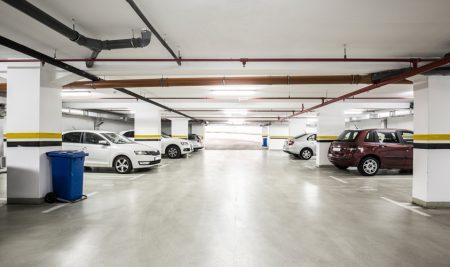 Instalación para recarga de vehículo eléctrico. Cálculo de circuito para punto de recarga en edificio de viviendas existente.